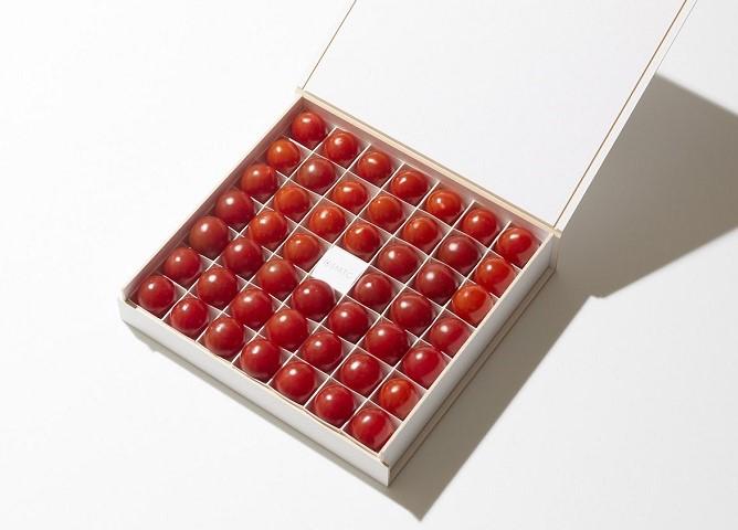 化粧箱に並べたオスミックトマト