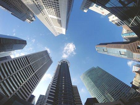 高層ビル群を下から眺める