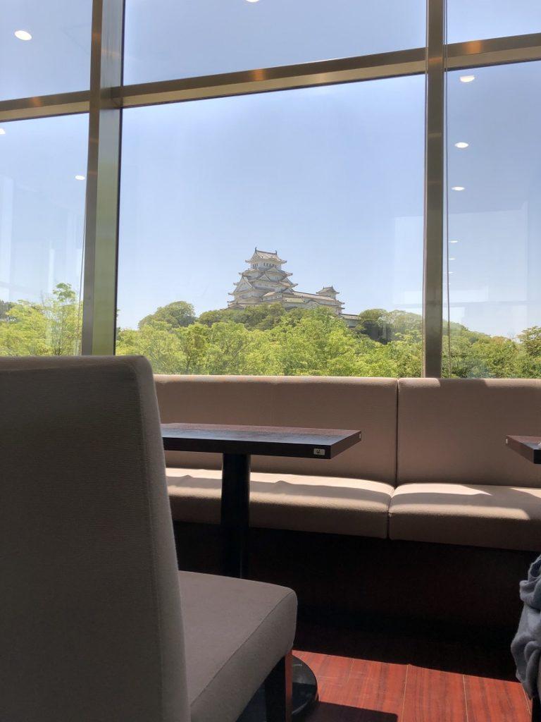 はりまっ子の座席から見た姫路城の天守閣
