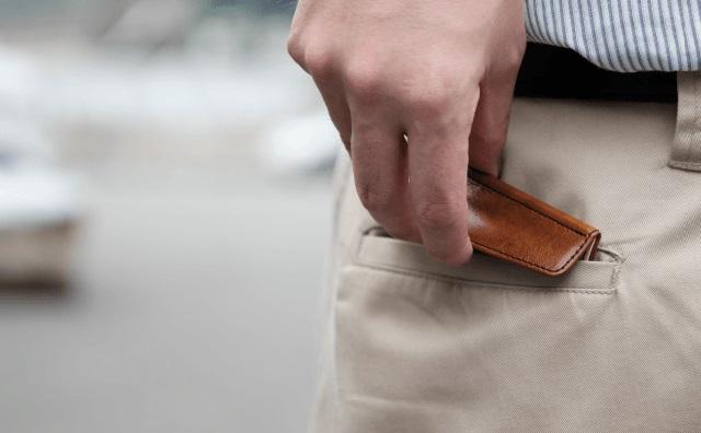 ポケットにすっぽり入る小さな財布