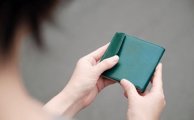 緑の小さい財布