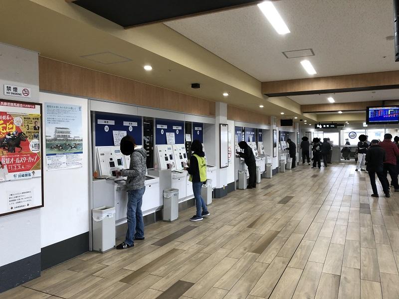 姫路競馬場の馬券販売機