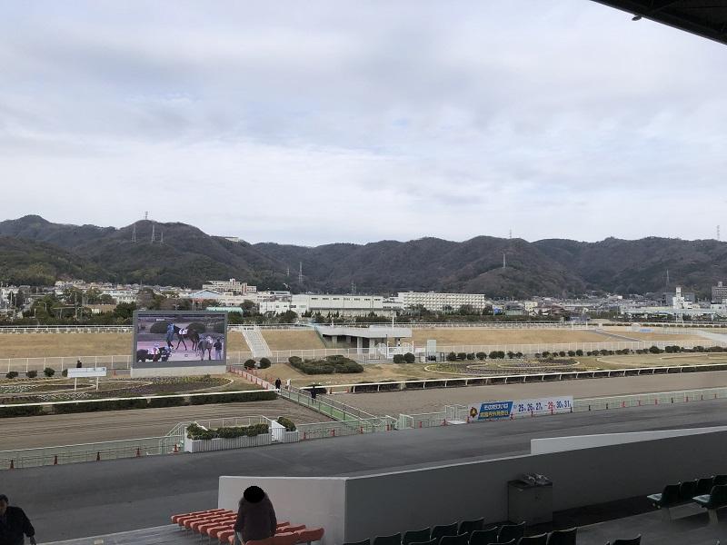 姫路競馬場のスタンドから見た広峰山