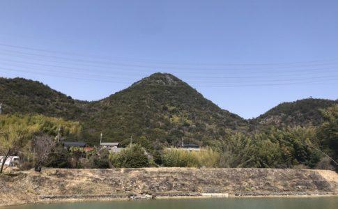 麻生山と青空