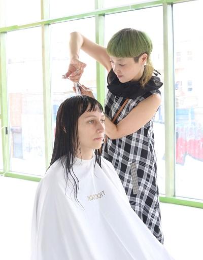 ニューヨークでアメリカ人をカットする美容師