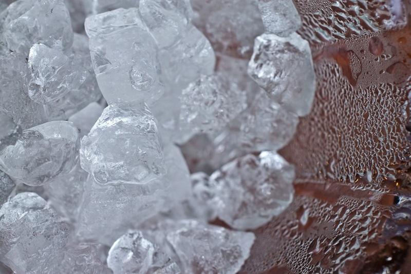 カップに入った氷
