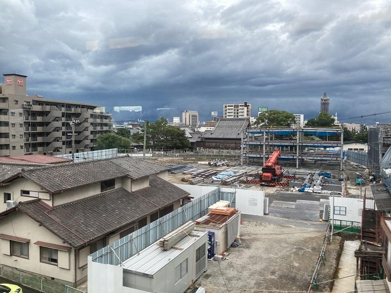 建設中の神戸物産本社ビル