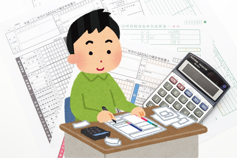 帳簿の記帳・税の申告をする男性