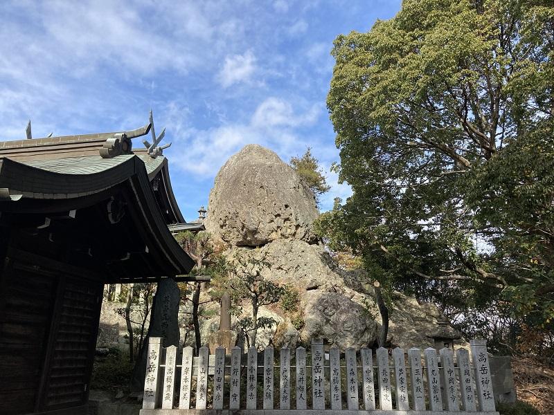 高岳神社の蛤岩