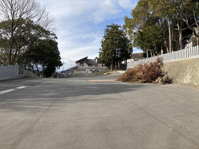 高岳神社の駐車場