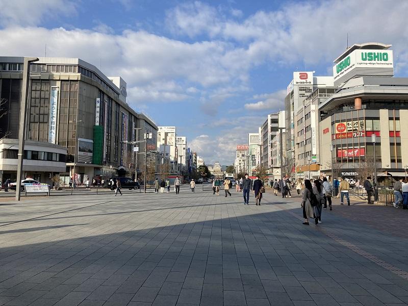 姫路駅前から姫路城の眺め
