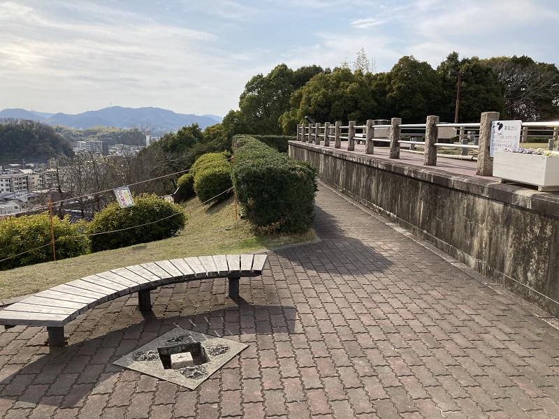 男山配水池公園のベンチ