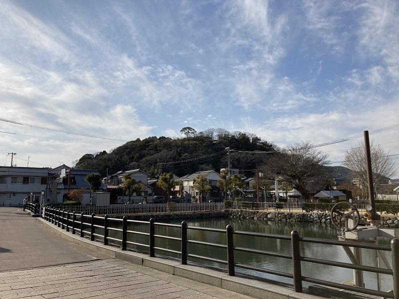 姫路城から見た男山