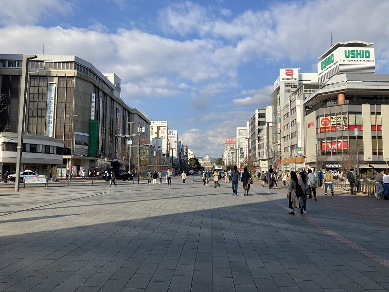 姫路駅北口の広場