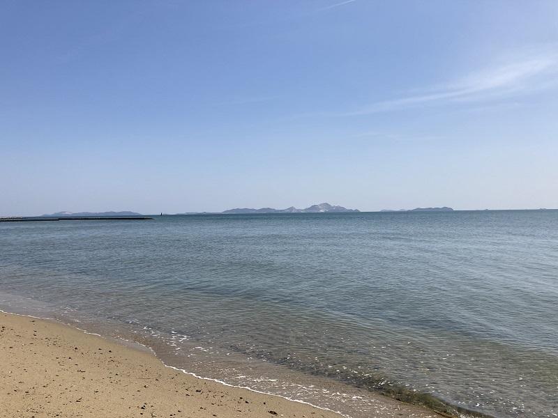 潮干狩りができる遠浅の海岸