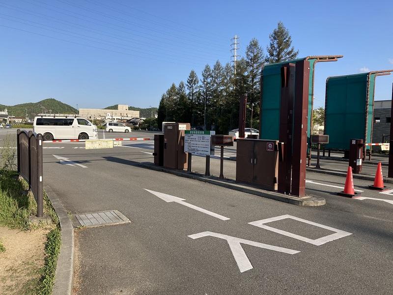 手柄山中央公園の駐車場入口